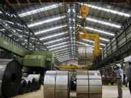 मोदी सरकार के लिए बुरी खबर, 4.4% घटा औद्योगिक उत्पादन