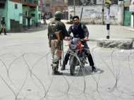 सीजफायर के दौरान श्रीनगर में आतंकी पुलिस जवान की राइफल छीनकर भागे, सर्च ऑपरेशन जारी