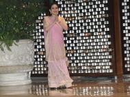 धूम-धाम से हुई ईशा और आनंद की सगाई, मां नीता अंबानी ने 'श्रीदेवी' के गाने पर किया डांस, देखें  Video