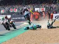रेसिंग के दौरान बाइक से लगाई ऐसी छलांग, बच गई जिंदगी, इंटरनेट पर सनसनी मचा रहा यह VIDEO
