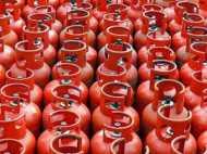 रात 12 बजे से बढ़ी LPG की कीमतें, नॉन सब्सिडाइज सिलेंडर 35.50 रु, तो सब्सिडाइज सिलेंडर 1.76 रु महंगा