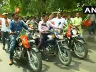 मोदी सरकार के चार साल के जश्न में भाजपा की दिल्ली में बिना हेलमेट बाइक रैली