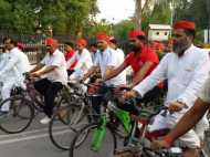 योग दिवस पर सपाइयों ने निकाली रैली, कहा- 'साइकल चलाओ, सेहत बनाओ'