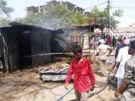 लखनऊ: होटल में आग लगने के बाद अब कूड़े के ढेर में लगी रहस्यमयी आग