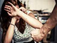 नैनीताल घूमने गई प्रेगनेंट पत्नी करने लगी शराब की जिद, पति ने पीटा