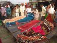 लखीमपुर खीरी में अनियंत्रित होकर पलटा ट्रक, एक परिवार के चार लोगों की मौत