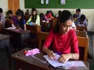 बिहार बोर्ड की लापरवाही: सिमुलतला विद्यालय की प्रवेश परीक्षा में लड़के बने लड़की