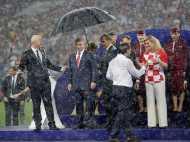 FIFA World Cup: फाइनल मुकाबले में पुतिन का 'छाता' ले गया सारी लाइमलाइट, इंटरनेट पर मीम्स की बाढ़