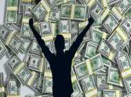 नौकरी छोड़ विदेश से लौट रहे भारतीय युवक की लगी लॉटरी, जीत लिए 13 करोड़ रुपए
