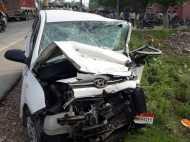 कार-मैजिक में आमने-सामने की टक्कर, तीन लोगों की दर्दनाक मौत