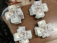 मुंबई एयरपोर्ट पर यात्री के पास से 148500 अमेरिकी डॉलर बरामद, कार्डबोर्ड रोल में रखा था पैसा