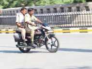 यूपी पुलिस राजधानी में खुलेआम खुद उड़ा रही है कानून की धज्जियां, तस्वीरें