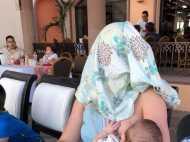 जब बच्चे को दूध पिला रही मां को कवर करने को कहा