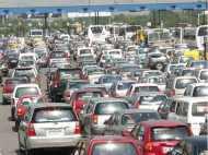 1 अक्टूबर से Delhi-NCR में हर चार पहिया वाहनों पर लगेंगे रंगीन स्टीकर, जानिए किस रंग का क्या होगा मतलब