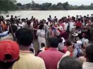 इलाहाबाद: 29 यात्रियों से भरी नाव बेलन नदी में पलटी, 27 लोगों को बचाया, 2 लापता