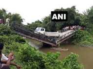 पश्चिम बंगाल: माझेरहाट के बाद सिलीगुड़ी में गिरा पुल, एक घायल