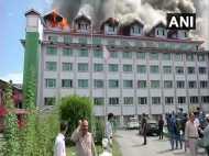 जम्मू कश्मीर: लाल चौक के पास होटल में लगी भीषण आग, मौके पर फायर ब्रिगेड की गाड़ियां मौजूद
