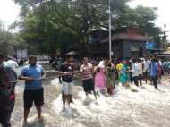 VIDEO: पुणे में अचानक आई बाढ़ से मचा हड़कंप, वजह जानकर रह जाएंगे हैरान