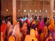 यूपी: योगी के गढ़ में धर्म परिवर्तन से गरमाया महौल, प्रार्थना सभा की आड़ में हो रहा था धर्मांतरण
