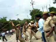 गोरखपुर में छात्रसंघ चुनाव प्रचार को लेकर दो गुटों में झड़प, पुलिस ने भांजी लाठियां