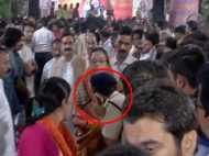 सीएम शिवराज की पत्नी को देखते ही एएसपी ने लपककर छुए पैर,  VIRAL हो रहा है वीडियो