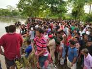 असम में बड़ा हादसा: नदी में गिरी तेज रफ्तार कार, एक ही परिवार के 5 लोगों की मौत