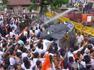 छत्तीसगढ़: मंत्री के घर में कचरा फेंकने पर पुलिस ने कांग्रेसी कार्यकर्ताओं पर किया लाठीचार्ज, सीएम ने दिए जांच के आदेश