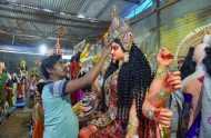 Navratri 2018: जानिए मां भगवती के श्रृंगार का महत्व और देखें दुर्गा-पूजा की तस्वीरें