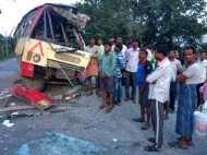 यूपी: जौनपुर में खड़े ट्रक में घुसी रोडवेज बस, एक दर्जन यात्री घायल, दो गंभीर
