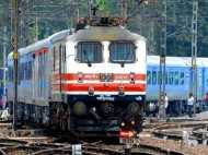 चलती ट्रेन से सेल्फी लेने के चक्कर में 15 साल के  लड़के की मौत