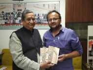 राज्यसभा सांसद आरके सिन्हा ने किया गांधीजी पर पत्रकार विवेक शुक्ला की पुस्तक का विमोचन