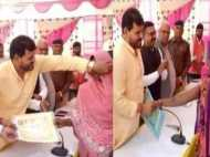 बीजेपी सांसद ने महिलाओं के घूंघट उठाकर बांटे आवास योजना के प्रमाणपत्र