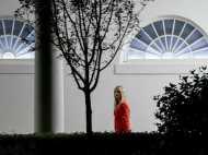 इवांका ट्रंप ने पर्सनल ई-मेल का प्रयोग कर साझा की व्हाइट हाउस की जानकारियां