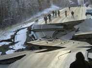 अमेरिकी राज्य अलास्का में आया इतना जबरदस्त भूकंप की दो हिस्सों में बंट गई सड़क
