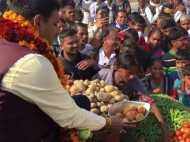 राजस्थान: चुनाव में जीतकर विधायक बनने के बाद ठेला पर बेचने लगे सब्जी, वीडियो वायरल