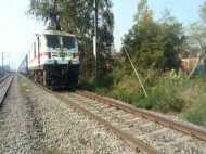यूपी में एक बार फिर चटकी मिली रेल पटरी, गेटमैन की वजह से टला बड़ा हादसा