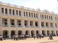 हिंदू विरोधी पेंटिंग लगाने के बाद लोयला स्कूल ने मांगी माफी, त्रिशूल का किया गया था गलत चित्रण