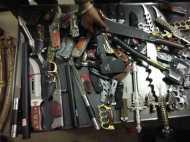 महाराष्ट्र: भाजपा नेता की दुकान से भारी मात्रा में बरामद हुए खतरनाक हथियार