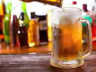 गोवा: अब  समुद्र के किनारे शराब पीने पर होगी पाबंदी, देना पड़ेगा भारी  जुर्माना