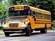 स्कूल बस की सीट के नीचे टूटे फर्श के होल से सड़क पर जा गिरा 8 साल का मासूम, दर्दनाक मौत