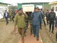 VIDEO: पुलवामा हमले में शहीद जवान के पार्थिव शरीर को राजनाथ सिंह ने दिया कंधा