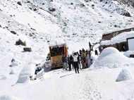 बर्फबारी से हिमाचल बेहाल, स्कूल-कॉलेज दो दिन के लिये बंद