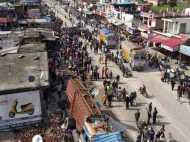ब्रेक फेल के बाद दुकानें, गाड़ियों को तहस-नहस करता गया ट्रक, तीन लोगों को रौंदा