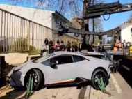 VIDEO: देखते ही देखते कबाड़ा हो गई सवा 2 करोड़ की लैम्बोर्गिनी कार, सिर पकड़ रोता रहा ड्राइवर