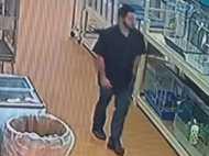 VIDEO: स्टोर से चोरी हुआ पालतू सांप, जेब में भरकर ले जाता दिखा आरोपी