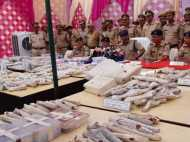 लोकसभा चुनाव से पहले बुलंदशहर में बड़ी कार्रवाई, 405 अवैध हथियार जब्त, 2 करोड़ की शराब पकड़ी