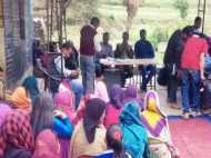 '10 अप्रैल तक नहीं बनी रोड तो नहीं डालेंगे वोट', ग्रामीणों को मनाने में नाकामयाब हुए अधिकारी