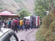 राजनाथ सिंह की रैली में जा रहे भाजपा कार्यकर्ताओं की बस पलटी, सात घायल