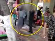 VIDEO: फोन गिफ्ट नहीं किया तो गर्लफ्रेंड ने बीच सड़क पर ब्वॉयफ्रेंड को मारे 52 लप्पड़