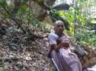 पुणे: 79 साल की महिला प्रोफेसर जो बिना बिजली के जीती है जिंदगी, भीषण गर्मी से कैसे बचती हैं?